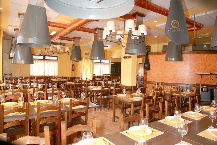 Disfruta de tus celebraciones y eventos en nuestro gran comedor - Pulpería Ruedo Asador